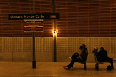 There were hundreds of us heading back to Nice that evening - the opposite platform was practically deserted!
