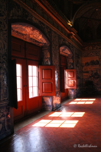 Sun crashes into the palace's largest domed hall - Sala dos Brasoes