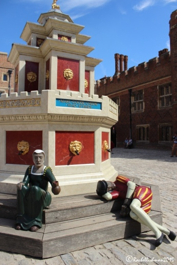 Henry VIII's wine fountain is the centre piece of Base Court - the largest courtyard. In 2015, as during Tudor times, red wine runs from the lion's heads once more...
